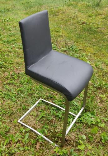 Dvi baro kėdės